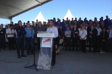 Manuel Valls, lors de sa visite des Terres de Jim