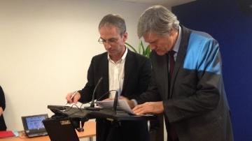 Avec St�phane Le Foll et 13 partenaires, la Fnpl signe son � Pacte laitier �