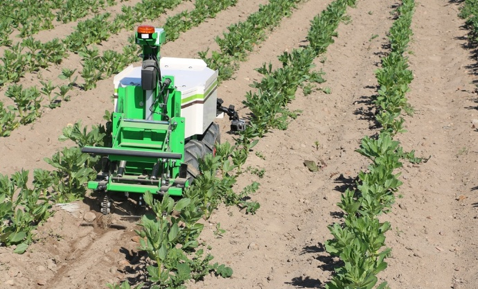 Robot agriculture d sherbage m canique na o technologies oz - Desherbage bio efficace ...