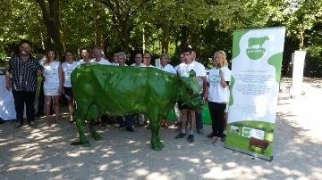 Une vache verte pour lancer la campagne � l'�quilibre est dans le pr� �