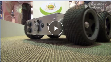 Tione de Tibot, le robot qui dérange les poules mais pas les éleveurs