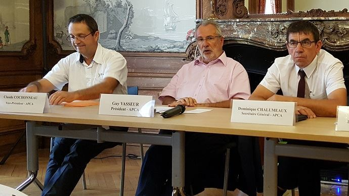 Guy Vasseur, au centre, devrait laisser son poste de président de l'APCA a Claude Cochonneau, à gauche, seul candidat pour lui succéder.