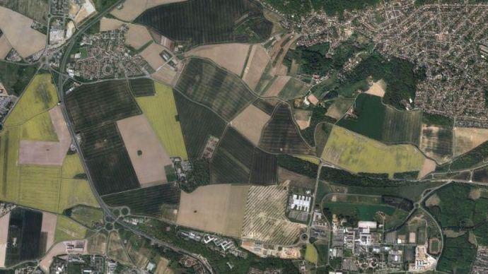 Une trop grande emprise sur des terres agricoles doit, moyennant conditions, faire l'objet d'une compensation.