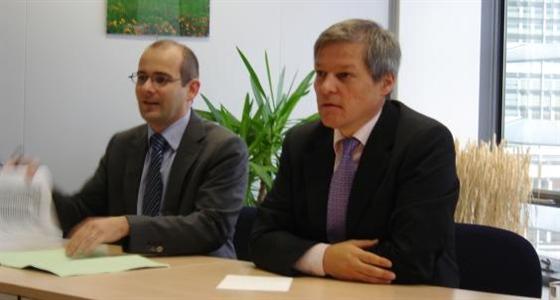 Dacian Ciolos, Commissaire européen à l'Agriculture à la Commission européenne. A ses cotés, Luc Vernet, représentant sdu Commissaire.