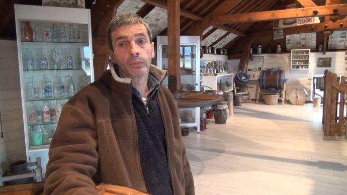 Eleveur à Vains, dans le Sud Manche, André Lefranc accueille plus de 7.000 personnes sur son exploitation.