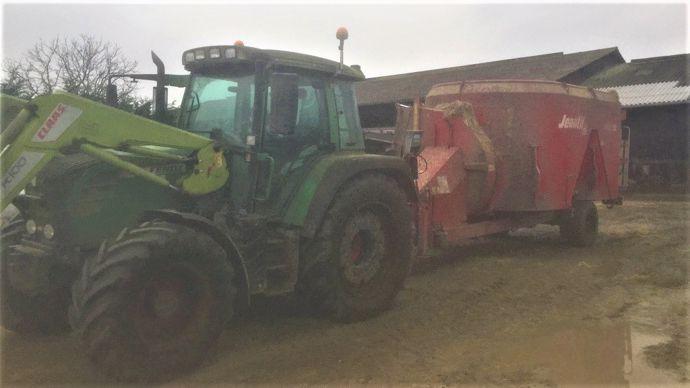 Tracteur et bol mélangeur