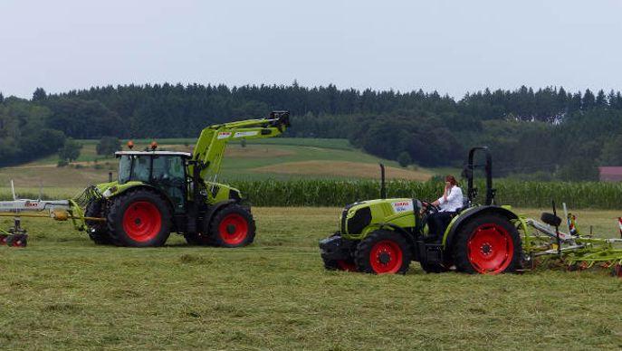tracteur Claas à la fenaison