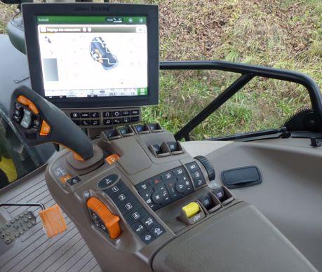 Toutes les fonctions de la transmission sont repérées sur l'accoudoir par leur code couleur orange.