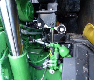 La suspension hydraulique par boules d'azote de la cabine se règle en souplesse depuis le terminal.