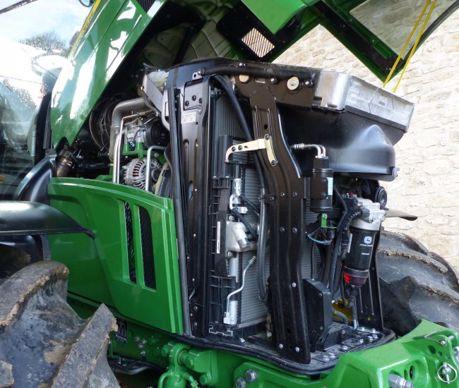 John Deere équipe le 6250R d'un six-cylindres bi-turbo de 6,8 L, dont l'huile se vidange toutes les 750 heures.