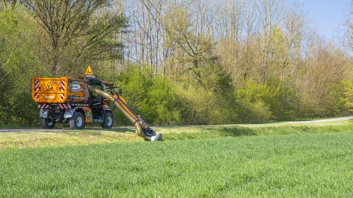 Exportation de l'herbe fauchée qui pourra être utilisée comme biomasse.