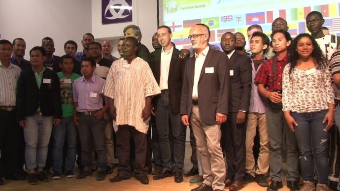 Une cinquantaine de jeunes agriculteurs autour du ministre de l'Agriculture Stéphane Le Foll