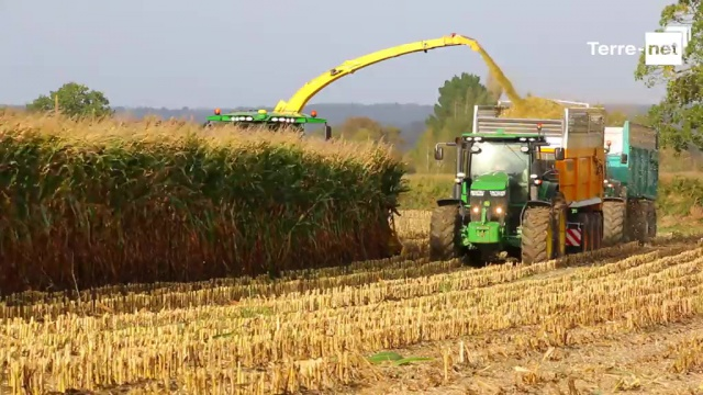 Prête pour avaler les hectares, premières vidéos exclusives aux champs