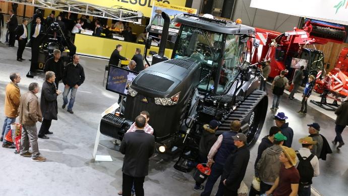 tracteur Challenger MT700E au Sima