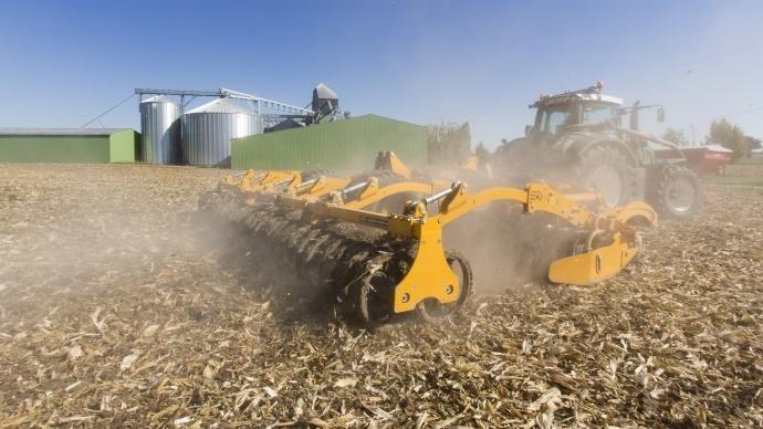 Lessénateurs Les Républicains et UDI estiment que la loi d'avenir agricole de Stéphane Le Foll est passée à côté des problématiques de compétitivité des exploitations agricoles.