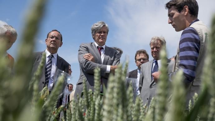 Selon Stéphane Le Foll, 4 pour 1000 grammes de CO2 en plus chaque année dans les sols pourraient compenser les rejets annuels mondiaux de Ges.