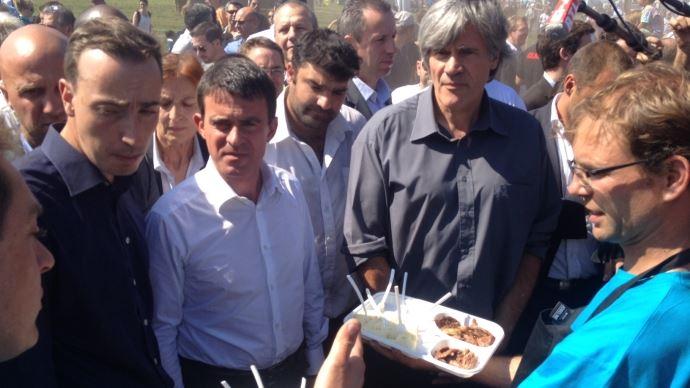 Manuel Valls, entouré de Thomas Diemer, président de JA et de Stéphane Le Foll, ministre de l'agriculture lors des Terres de Jim 2014.
