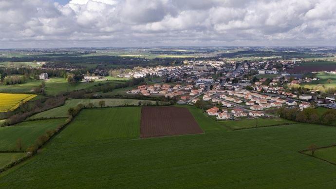Une proposition de loi pour lutter contre l'accaparement des terres agricoles sera bien examinée en janvier 2017.