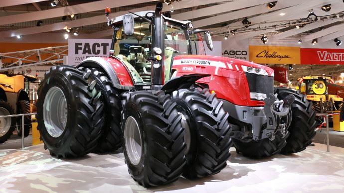 massey ferguson lance le 8740 un tracteur de 400 ch au sima. Black Bedroom Furniture Sets. Home Design Ideas