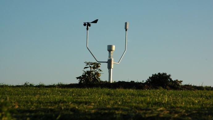 La station météo connectée Météus d'Isagri et Terre-net utilise le réseau d'ondes bas débit Sigfox. Elle est autonome sur piles.