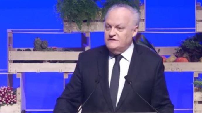 François Asselineau, le 30 mars dernier à Brest, lors du grand oral agricole organisé par la FNSEA et les organisations agricoles.