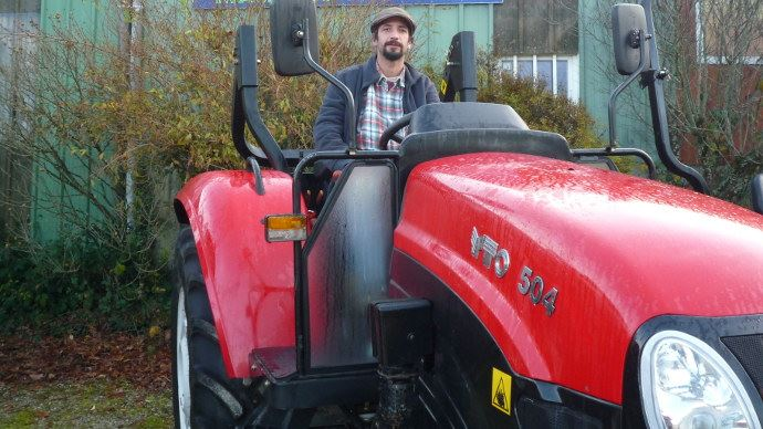 Benoit Baranthal maraicher dans le Finistère au volant de son tracteur Yto 504