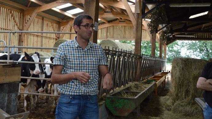 Vétérinaire en Mayenne, Olivier Crenn suit principalement des éleveurs bovins, qu'il conseille sur l'alimentation et la reproduction.