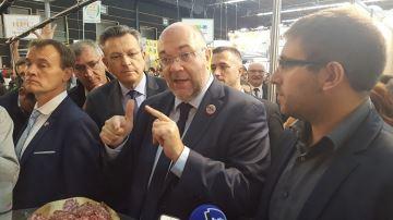 Au Sommet,S. Travert critique laméthode sans condamner le quota d'importation