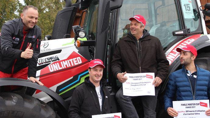 Les 3 gagnants et Laurent Bouliou champion de rallye, parrain de la Valtra Master Cup.