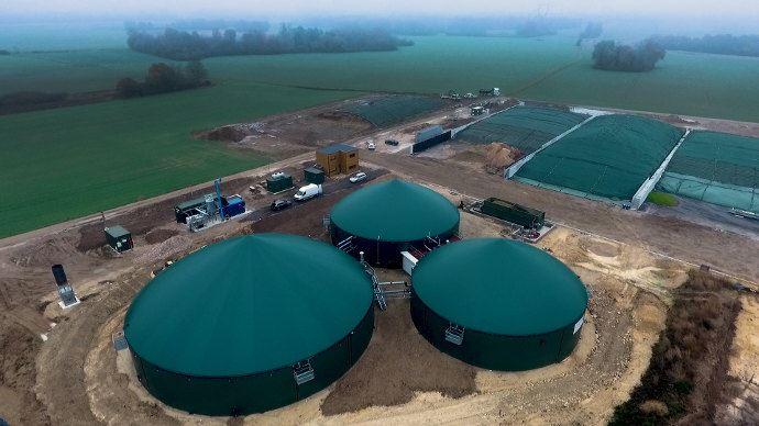 Digesteurs et silos du site de Moyen-sur-Seine Bassée Biogaz