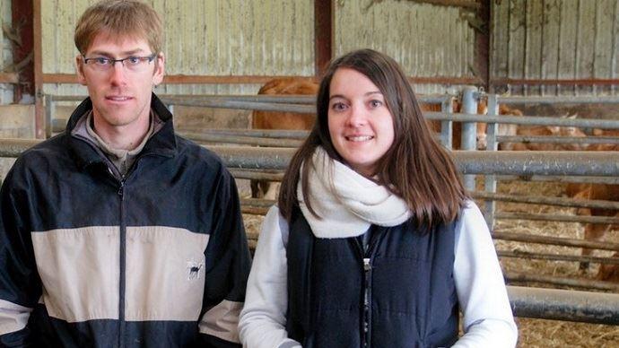 Aurélien Joye, éleveur allaitant de Corrèze, assisté par Anne-Claire Jamet, conseillère à la chambre d'agriculture