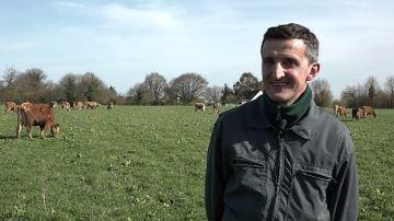 À 1250¤/1000l de lait, Thierry Lemarchand met du beurre dans ses épinards