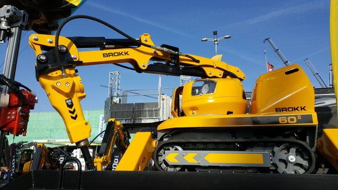 Brokk, un robot marteau piqueur, comme quoi la robotique apparait aussi en travaux publics.