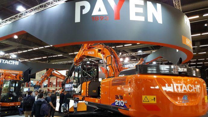 Le concessionnaire Payen expose Hitachi, la marque qu'il distribue en France.