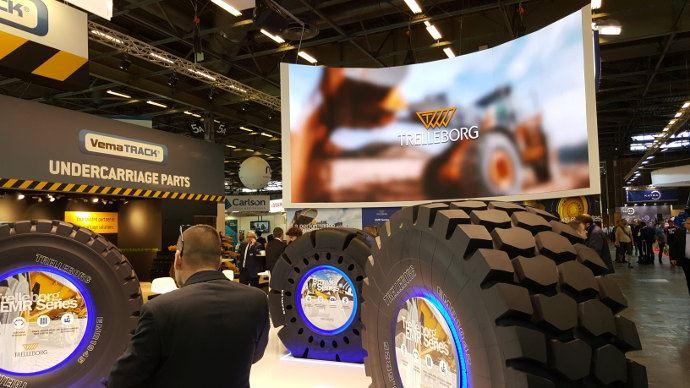 Des fabricants de pneumatiques comme Trelleborg sont aussi présents.