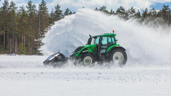 Record du monde tracteur Autonome Valtra, il déneige à plus de 73 km/h