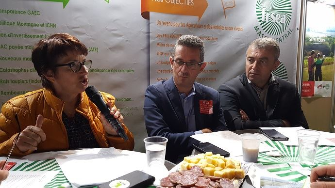 Christiane Lambert, Jérôme Despey et Patrick Bénézit, ont fait le point sur les deux principales sources d'inquiétudes des éleveurs: les conséquences de la sécheresse, et la montée en puissance de l'extrémisme antispéciste.