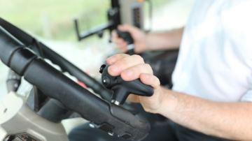 MX réinvente la conduite tracteur/chargeur grâce au Tract-Pilot