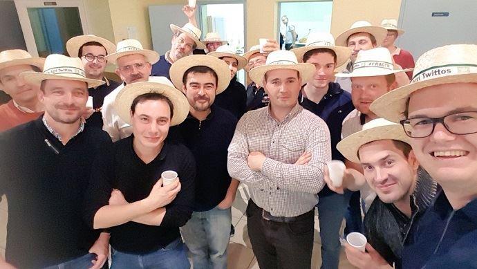 Une quinzaine d'agriculteurs twittos se sont réunis le 24 novembre 2018 pour la deuxième assemblée générale de leur association FranceAgriTwittos.