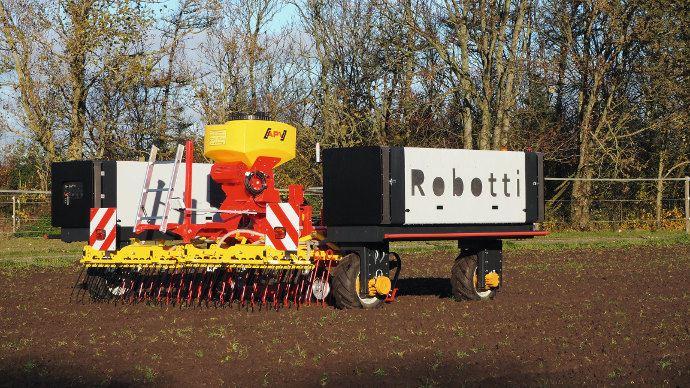 Agrointelli Robotti peut utiliser des outils classiques jusqu'à 3 mètres de large