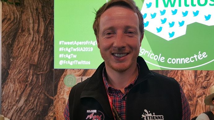 Étienne Fourmont, éleveur laitier sarthois, présentait sur le Sia son nouveau site internet bienetre-elevage.fr. L'objectif: recenser toutes les initiatives d'éleveurs engagés pour le bien-être de leurs animaux.