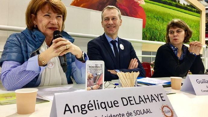 Angélique Delahaye, député européen PPE, présidente de Solaal, aux côtés de Guillaume Garot, président du Conseil national de l'alimentation et député de la Mayenne, lors de la présentation de l'application web de Solaal lors du salon de l'agriculture.