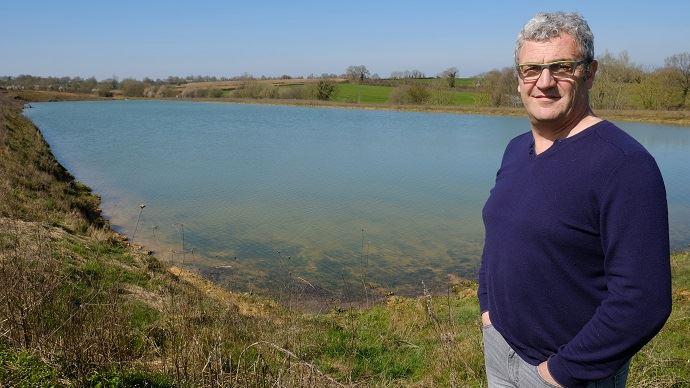 Le 21 mars 2019, la réserve de 65000 m3 alimentée par les eaux de ruissellement sur 110ha alentours est pleine.