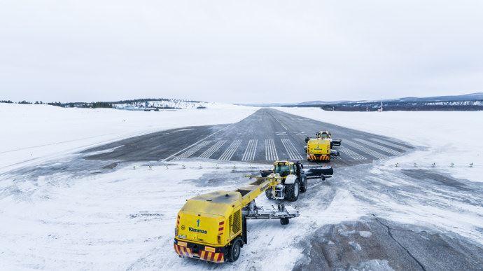 Valtra déneigement autonome d'un aéroport en Finlande