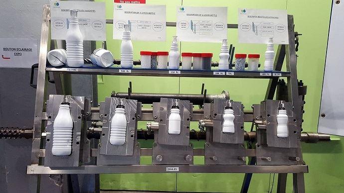 Les différents moules permettent à l'usine de fabriquer des contenants de toutes tailles.