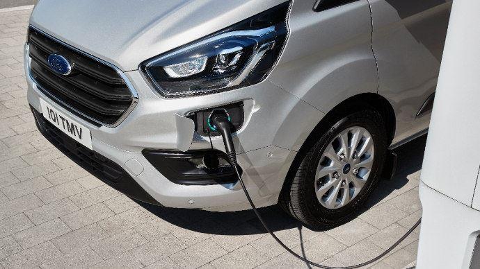 Ford Transit disponible en version hybride et hybride rechargeable
