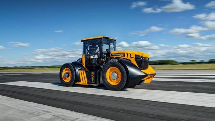Le tracteur JCB Fastrac a été relooké par les ingénieurs de Williams Advanced Engineering pour améliorer l'aérodynamisme. (©JCB)