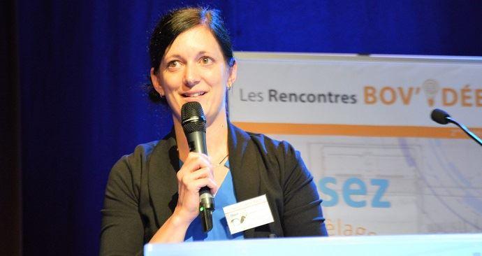 Déborah Santschi, experte en nutrition chez Valacta, affirme qu'un vêlage précoce ne signifie pas forcément moins de lait, au contraire!