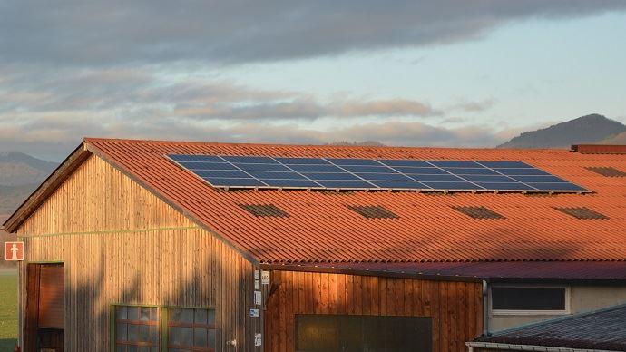 Une installation solaire peut assurer de 40 à 70% des besoins énergétiques nécessaires à la production d'eau chaude sanitaire en élevage bovin.