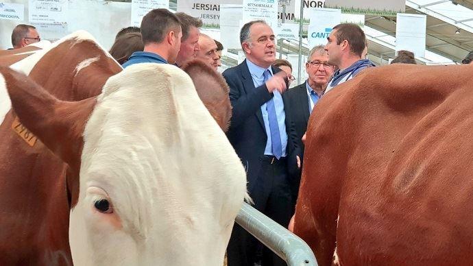 Didier Guillaume en visite au Sommet de l'élevage.